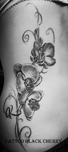 Tattoo Orchidee am Rücken